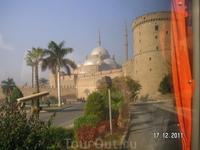 В Каире; снимки из окна автобуса: цитадель Салах Аль Дина