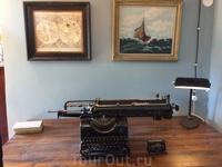Печатная машинка, на которой муми-папа печатает свои мемуары. Как и все остальное, исключительно старинная