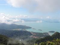 А это вид с одной из гор Лангкави. Очень красиво и впечатляет.