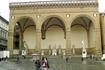 И деи Ланци( она же Лоджия делла Синьория) в час, когда в ней нет никого кроме скульптур.