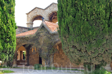 монастырь и церковь Богородицы на горе Филеримос были построены рыцарями в XV веке