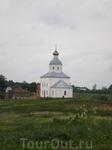 Ильинская церковь (1744 год) была установлена на вершине небольшого холма, в излучине реки Каменки. Древние зодчие удачно выбрали место для строительства ...