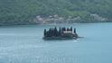рукотворный остров в заливе, туристов на него не пускают...