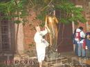 Пересекая Италию,погуляли по Вероне,-скульптура Джульетты у ее дома