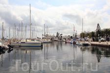 Порт-эль-Кантауи, яхты у причалов
