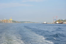 Мост на остров Русский строится