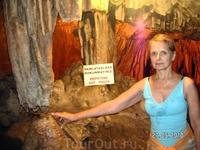 здесь встречается сталактит и сталагмит (один из уголков пещеры (джип-сафари)