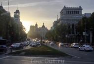Закат на улице Alcalá. Я могу наблюдать закаты в Мадриде каждый день, в разных частях города и не знаю почему, но они всегда красивы, и зимой, и летом ...