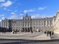 Королевский дворец Мадрида является официальной резиденцией короля Испании. В основном он используется для официальных церемоний, так как современная королевская ...