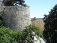 Крепостные стены, охраняющие столицу Мальты