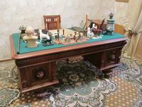 Рабочий стол в кабинете Александра Александровича Сатина, хозяина Усадьбы.