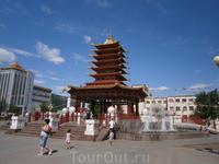 Пагода Семи Дней  на центральной площади Элисты