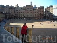 Главная площадь Сиены, где каждый год проходят скачки
