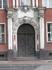 Декор центрального входа в старинное здание.