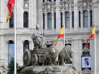 Площадь названа по имени древнегреческой богини Матери-Земли Сибелес, фонтан с фигурой которой установлен в центре площади в 1895 году. Богиня едет в колеснице ...
