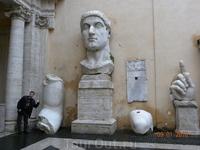 А это то, что осталось от Константина, вернее от статуи Константина Великого. Не хилый бицепс? Капитолийские музеи.