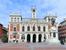Многократно виденная мной Plaza Mayor действительно оказалась прообразом Мадридской - огромный квадрат окруженный зданиями характерного красноватого цвета. Центральное здание - городская мэрия и памят