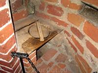 Хямеэнлинна. Замок Хяме. Рыцарский туалет в одной из башен.