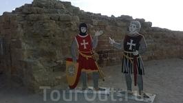 фигурки рыцарей на территории цитадели крестоносцев в крепости Арсуф