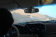 Песок поднимался иногда так, что было видно только крышу машины