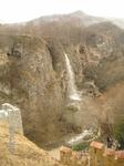 Медовые водопады; декоративное карачаевское подворье; вид на водопады сверху