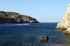 Пляж Anthony Quinn, названный в честь голливудского актера 5 минут езды от Фалираки