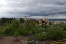 В Альгамбре радует глаз всё...