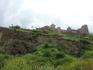 К крепости Нарикала мы пошли мало того, что пешком (к вопросу бюджетного отдыха, можно было подняться на подъемнике), так еще и нестандартным маршрутом ...