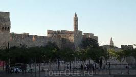 Вся историческая часть Иерусалима находится за крепостной стеной. Удивительно, но город объединяет памятники, традиции и культуры сразу трёх мировых религий: ...