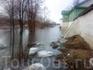 Вода у стен Мирожского монастыря.