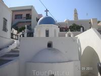Рядом с отелем, на противоположной стороне улицы -кафедральный католический собор
