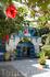 Внутренний двор дома. Дочь владельца этого дома сделала из него музей, теперь туристы могут не только гулять по скромным узким улочкам Сиди бу Саида, ...