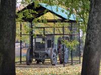 На территории Кремля оказался вот такой памятник эпохи первых колхозов - один из первых тракторов ХТЗ. Остался на территории Кремля с тех пор, как здесь ...