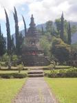 Будийский храм на озере Братан.