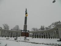 Начинаем с памятника советским солдатам.