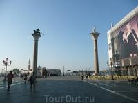 Гигантские гранитные колонны на набережной. У итальянцев с незапамятных времен связно одно предание-суеверие с этими колоннами. На одной из колонн установлена ...