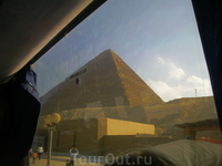 подъезжаем к пирамидам