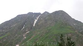 Вид на горы с канатной дороги.
