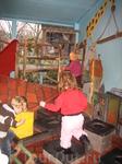 дети сдесь могут играть где, с чем и как хотят