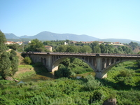 Бесалу. Мост