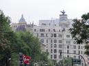 Где-то вдалеке в просвете улиц мелькнул знакомый характерный облик зданий Union&Fénix. Ну вот, и тут они были, все в порядке.
