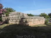 Руины древнего храма.