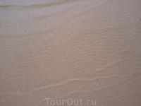 На пляжах очень мелко  (Балтийское море напоминает Белое - температурой и Азовское - глубиной моря) Вода на столько холодная, что даже в жаркий день (+33С) ...