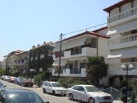 Паралия Катерини состоит из гостиниц, апартаментов, таверн и кафе  и магазинов