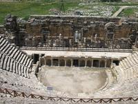 Древний греко-римский театр, где проходили гладиаторские бои. Хиераполис.
