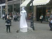 """Опять """"живая скульптура"""". На тот раз сам хозяин улицы - Данте"""