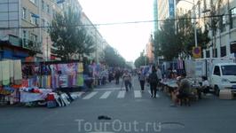 Торговая улица в ранний час