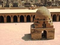 Внутренний двор мечети Ибн Тулуна.