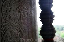 Шикарные барельефы буквально пропитали все строения Ангкор-Ват