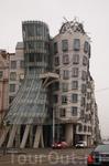Это, конечно, достаточно популярное здание. Но я не могла не выложить это фото. Танцующий дом или его еще называют &quotпьяным&quot :)